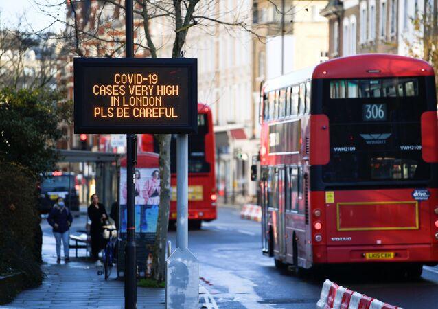 Koronavirüs - Kovid-19 - Sosyal mesafe uyarısı - Londra - İngiltere