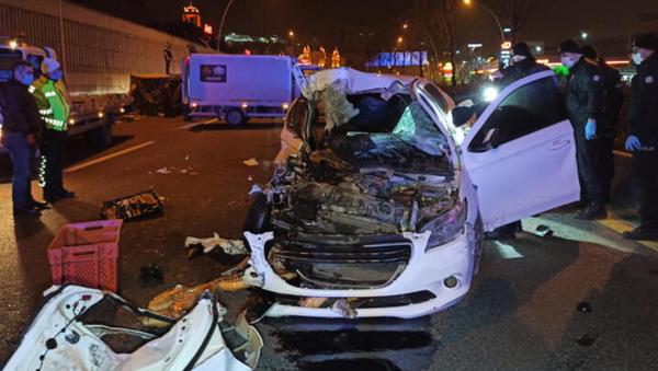 Alkollü sürücü ekmek yüklü kamyonete çarptı - Sputnik Türkiye