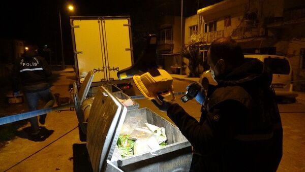 Çöp konteyneri-polis-bebek cesedi - Sputnik Türkiye