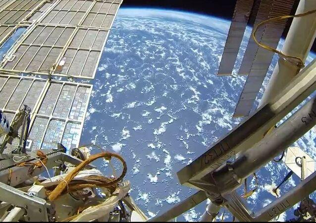 Rus kozmonot, açık uzaydan görüntüler paylaştı