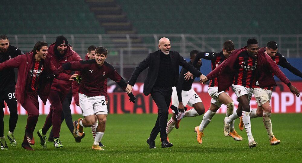 AC Milan oyuncuları ve teknik direktör Stefano Pioli