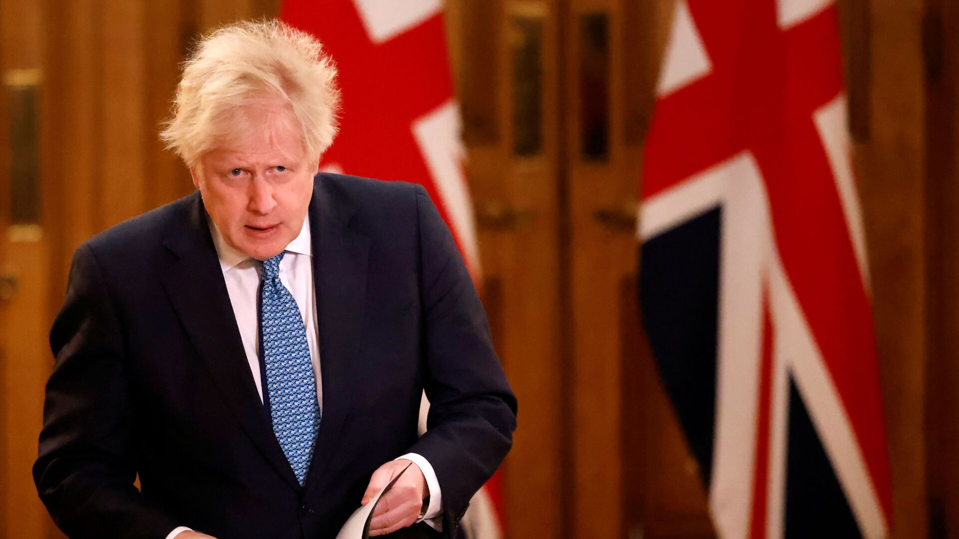 Başbakan Boris Johnson, AB ile Brexit ticaret anlaşmasını duyurduğu basın toplantısına gelirken - Sputnik Türkiye, 1920, 13.08.2021