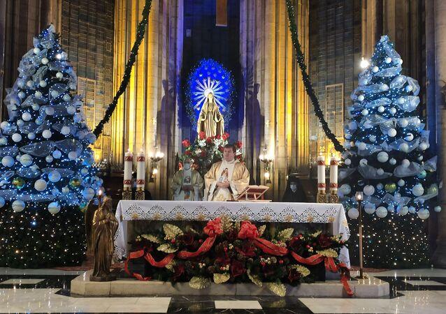 İstiklal Caddesi'ndeki Saint Antuan Kilisesi'nde, Hz. İsa'nın doğum günü kabul edilen 24 Aralık gecesi nedeniyle Noel ayini düzenlendi. Noel ayini pandemiden dolayı kısıtlı sayıda kişiyle yapıldı.