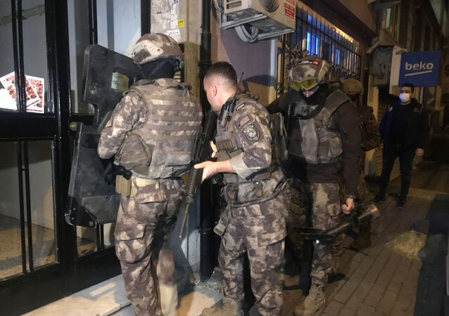 İstanbul'da terör örgütü El Kaide ve IŞİD'e yönelik eş zamanlı operasyon gerçekleştirildi.