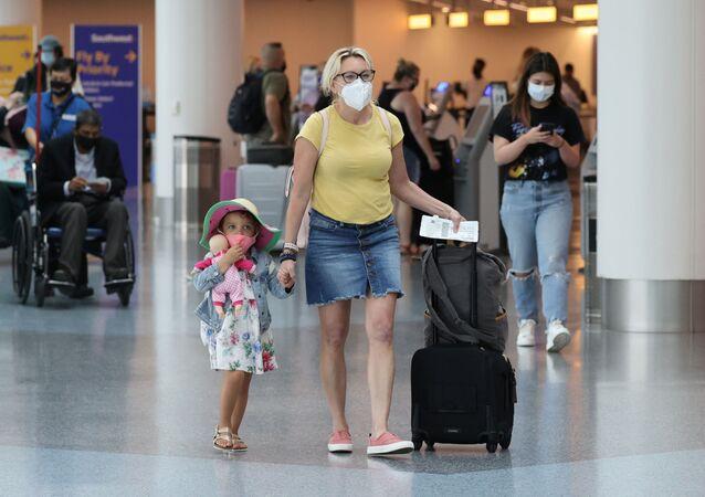 Havalimanı - ABD - maske - koronavirüs - Los Angeles