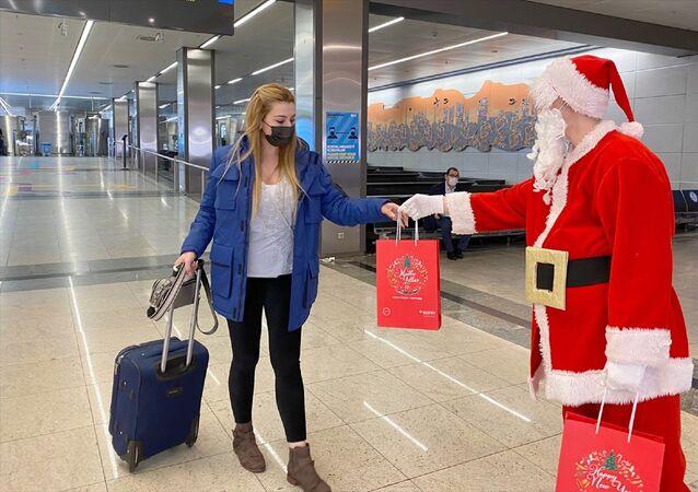 Sabiha Gökçen Havalimanı – Noel Baba – hediye –