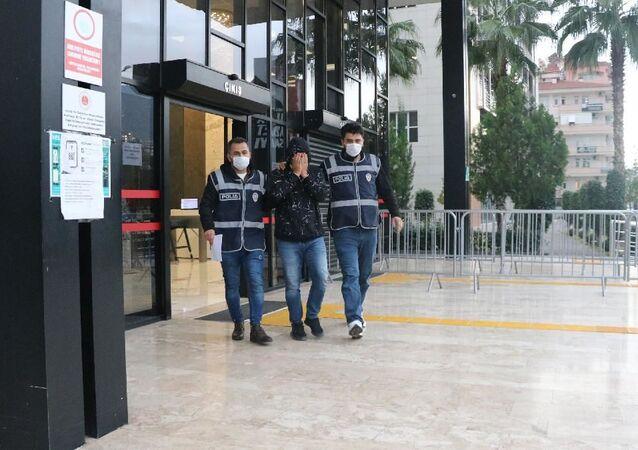 Alanya'da, 12 kişiyi emeklilik vaadiyle 1 milyon TL dolandıran şüpheli tutuklandı