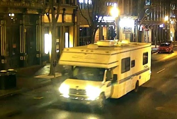 ABD'nin Nashville kentinde park halinde bir aracın bir karavan olduğu açıklanırken, karavanın fotoğrafı paylaşılarak halktan yardım istendi.