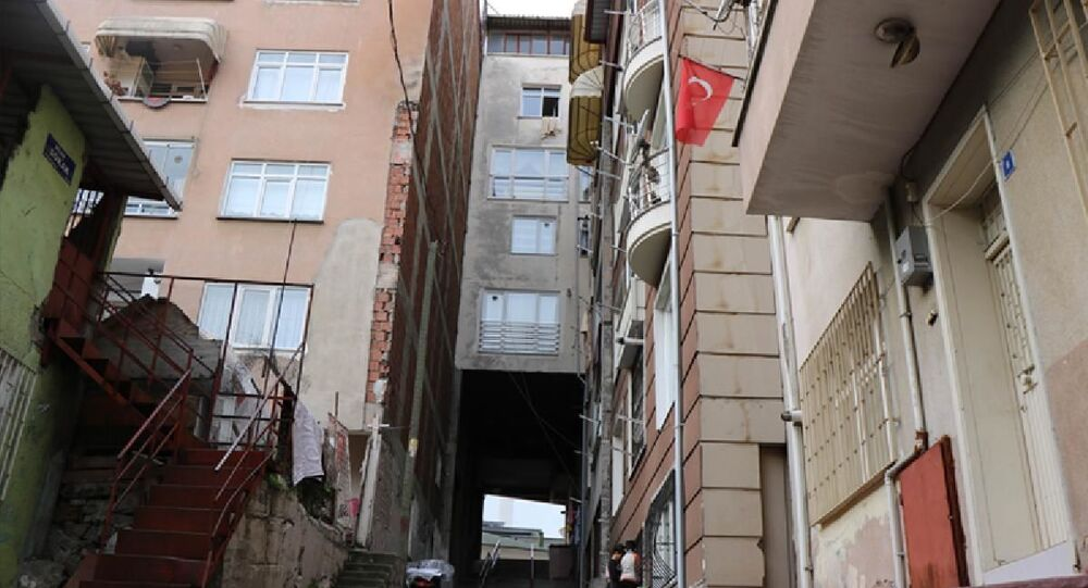 Samsun'da altından yol geçen apartmanda oturanlar şikâyetçi: Sürekli esiyor, doğal gaz faturası çok geliyor!