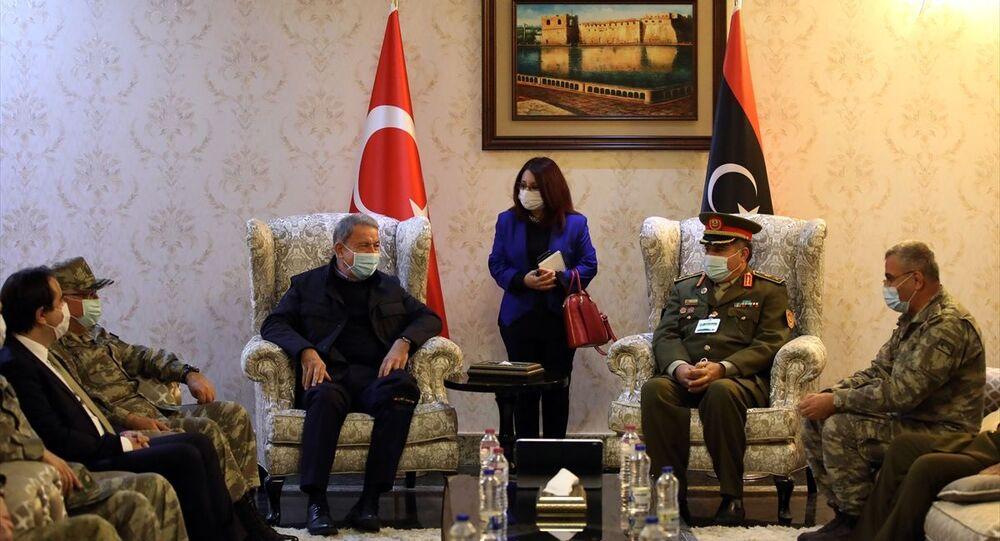 Bakan Akar ve TSK komuta kademesi Libya Savunma Bakanlığını ziyaret etti