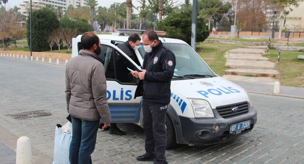 Sokağa çıkma kısıtlaması, polis
