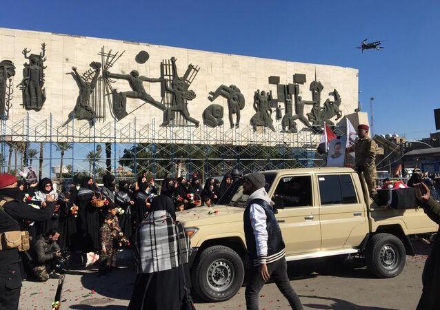 İranlı General Kasım Süleymani ile Haşdi Şabi Örgütü Başkan Yardımcısı Ebu Mehdi Mühendis'in ölüm yıldönümü yaklaşırken örgüt başkent Bağdat'ta gösteri düzenledi.