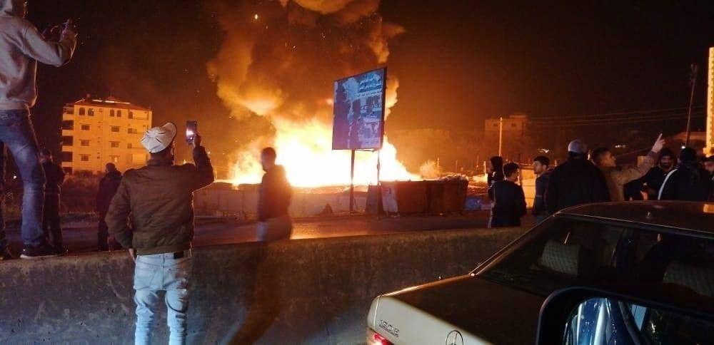 Lübnan'ın Miniyeh bölgesinde bulunan mülteci kampında yangın çıktı.