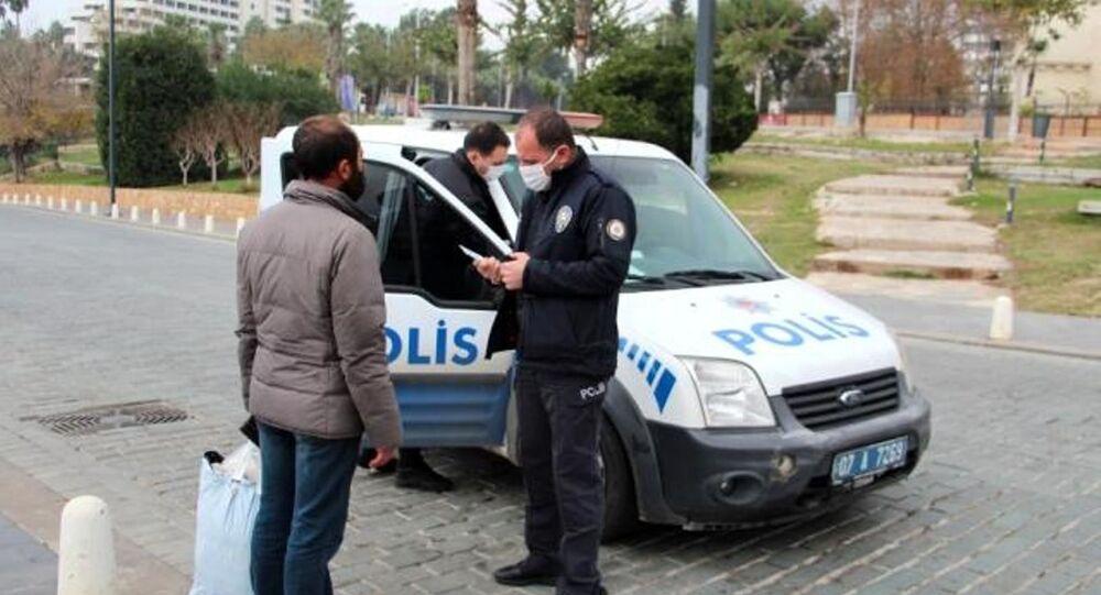 Gidecek yeri olmayan vatandaşa ceza kesen polis