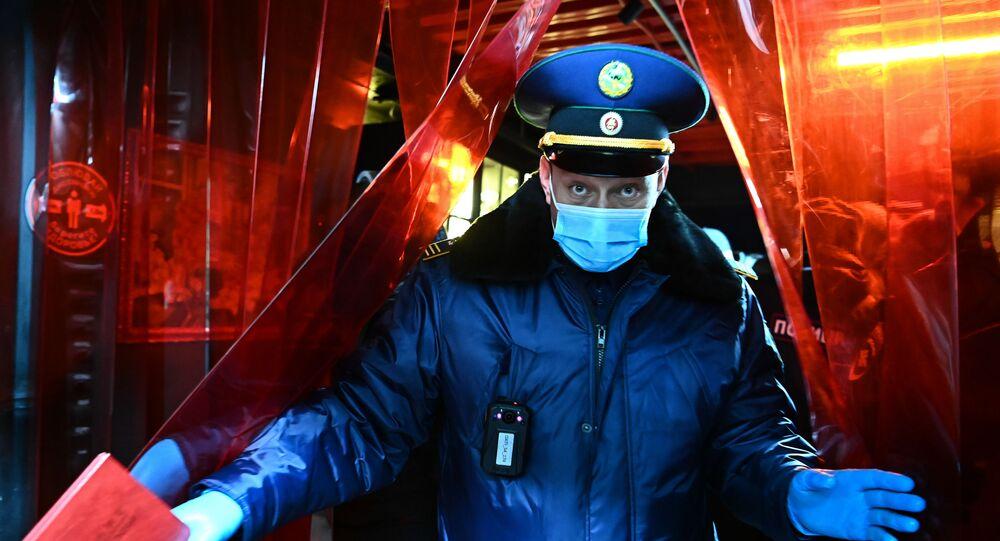 polis memuru, koronavirüs, maske, Rusya