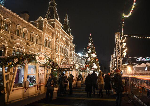 Moskova, yılbaşı için süslendi