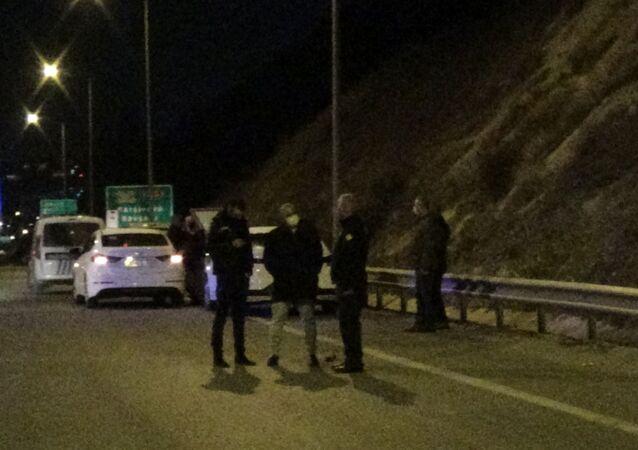 İzmir'in Bayraklı ilçesinde Gelecek Partisi İzmir İl Başkanı Cüneyt İşçilik'in otomobili, kimliği belirsiz kişi veya kişiler tarafından kurşunlandı.