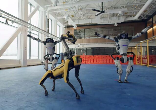 Boston Dynamics robotlarından yeni yıl dansı