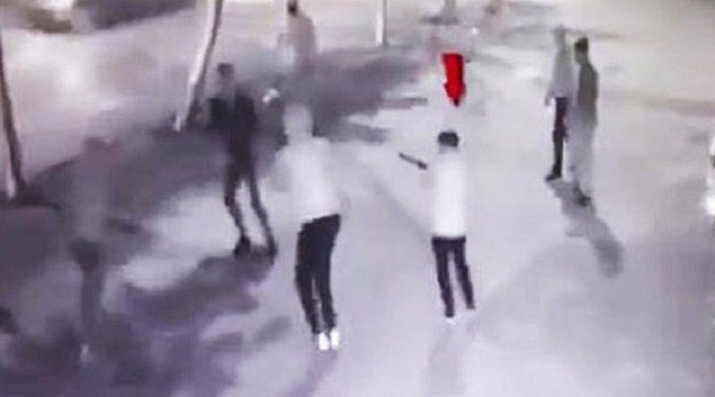 Telefonunu alamadıkları genci önce dövdüler, sonra tüfekle vurdular