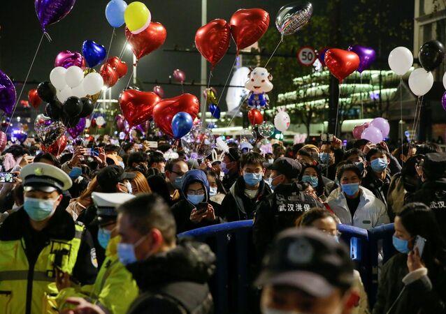 yılbaşı kutlaması - maske - Vuhan - Çin