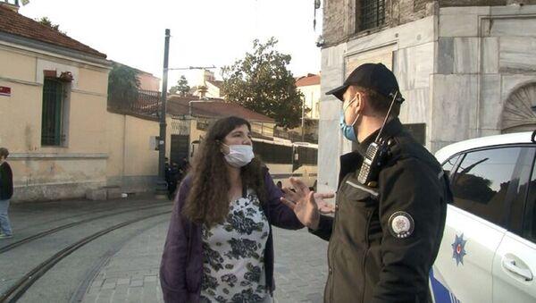 Taksim Meydanı'na girişte durdurulan genç kız - Sputnik Türkiye