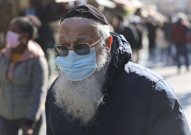 İsrail'de Ultra Ortodoks Yahudiler için maske ayarı