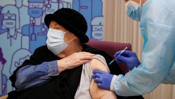 Milagros Garcia - Pfizer-BioNTech  aşısı - koronavirüs - Kovid-19 - aşı - İspanya - Lleida - Sputnik Türkiye