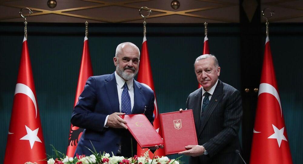 Türkiye Cumhurbaşkanı Recep Tayyip Erdoğan, Arnavutluk Başbakanı Edi Rama ile ortak basın toplantısında