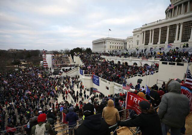On binlerce Trump destekçisi çarşamba günü başkent Washington'da toplandı.