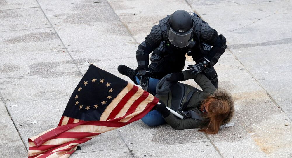 Akşam saatlerinde Kongre binasını protestoculardan kurtarmayı başaran kolluk kuvvetleri protestolar sırasında en az 13 kişinin gözaltına alındığını açıkladı.