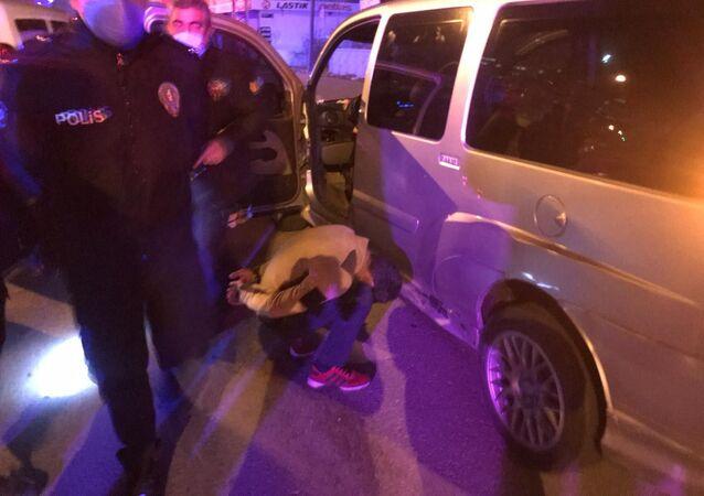 Polisten 30 dakika boyunca kaçtı, yakalanınca 'Benim abim de polis' dedi