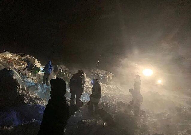 Rusya'nın Arktik bölgesinde dağ oteline çığ düştü: Üç ölü