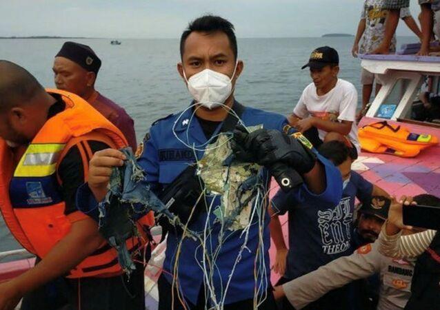 Endonezya-düşen uçak-parça