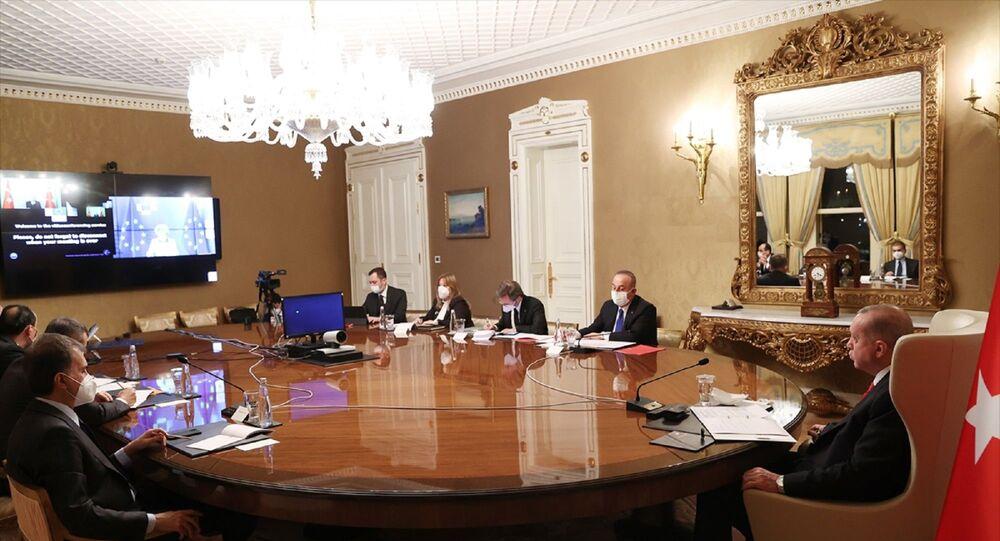 Cumhurbaşkanı Recep Tayyip Erdoğan, AB Komisyonu Başkanı Ursula von der Leyen ile video konferans yöntemiyle görüştü.