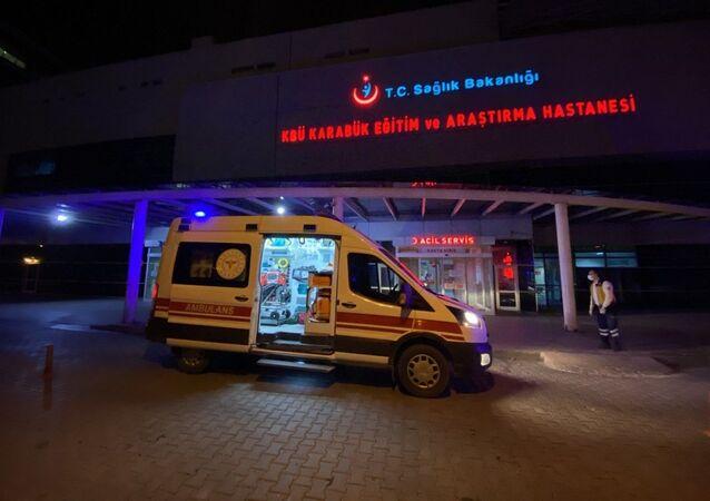 Karabük'te sobadan sızan karbonmonoksit gazından zehirlenen aynı aileden Suriye uyruklu 6'sı çocuk 8 kişi hastaneye kaldırıldı.
