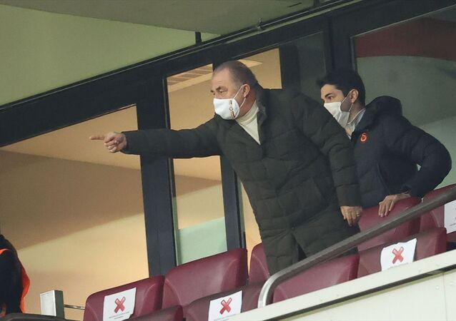 Süper Lig'in 16. haftasında Galatasaray, Fraport TAV Antalyaspor ile karşılaştı. Cezalı olan Galatasaray Teknik Direktörü Fatih Terim karşılaşmayı tribünden takip etti.