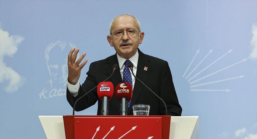 CHP Genel Başkanı Kemal Kılıçdaroğlu, 10 Ocak Çalışan Gazeteciler Günü dolayısıyla parti genel merkezinde basın toplantısı düzenledi.