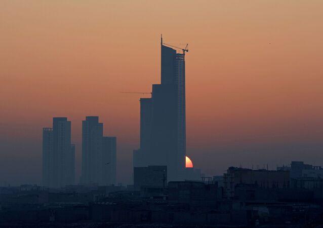 Pakistan'ın Karaçi kentinde 2021 yılının ilk güneş doğuşu