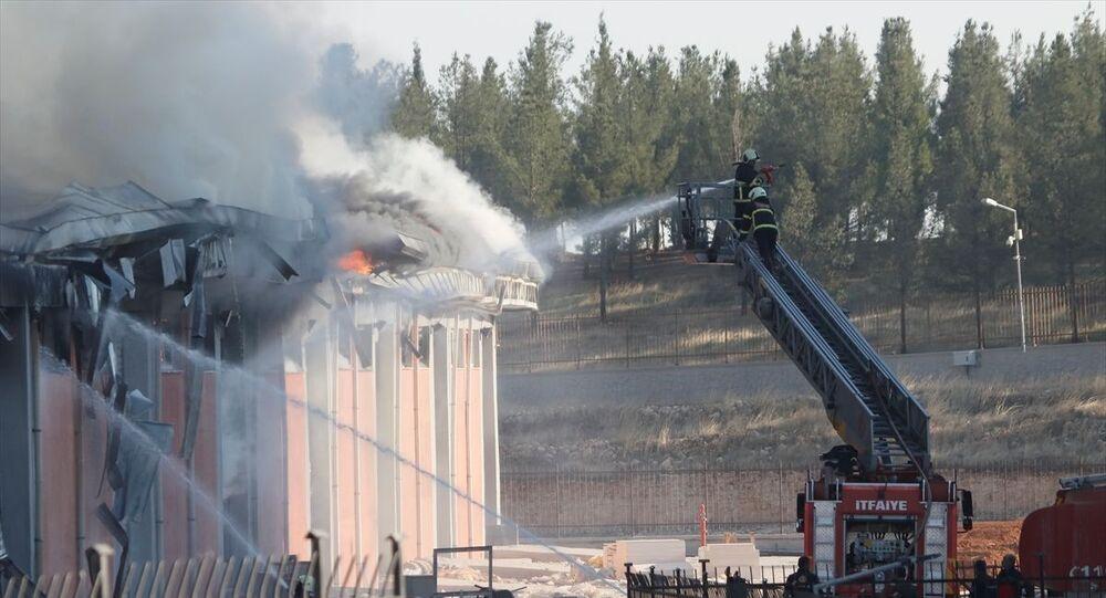 Şanlıurfa'da lojistik deposunda çıkan yangın