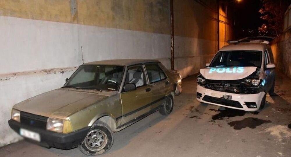 İzmir'de firari hırsız, polis aracına çarpınca yakayı ele verdi