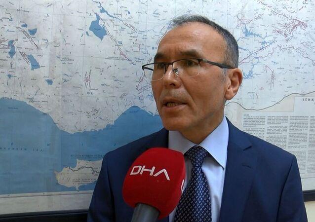 Gazi Üniversitesi Deprem Mühendisliği Uygulama ve Araştırma Merkezi'nde görevli Doç. Dr. Bülent Özmen