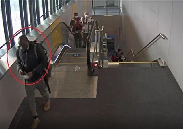 İstanbul Havalimanı'nda gerçekleştirilen operasyonda, midesindeki 93 kapsül içinde, Metamfetamin olduğu düşünülen uyuşturucu madde olan Gana uyruklu kişi gözaltına alındı.