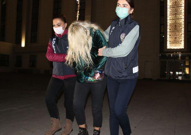 Ümitcan Uygun'un uyuşturucu kullanırken çektiği görüntülerde yanında bulunan kadın, yakalanarak Ankara Emniyet Müdürlüğü'ne getirildi.