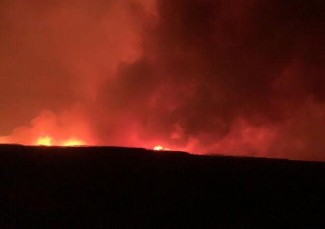 Afyonkarahisar'ın Bolvadin, Çay ve Sultandağı ilçelerisınırlarındakiEberGölü'nde çıkan yangında yaklaşık 8 bin dekaralandakikamışlar zarar gördü.