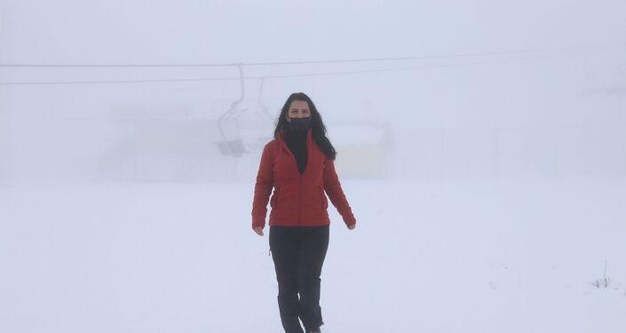 Zirvede kar yağışının olduğunu haber alan vatandaşlar ise Samanlı Dağları'nda bulunan kayak pistlerine gelerek, karın tadını çıkarttı. Kimi vatandaşlar kartopu yaparken, kimi vatandaşlar ise fotoğraf çekti.