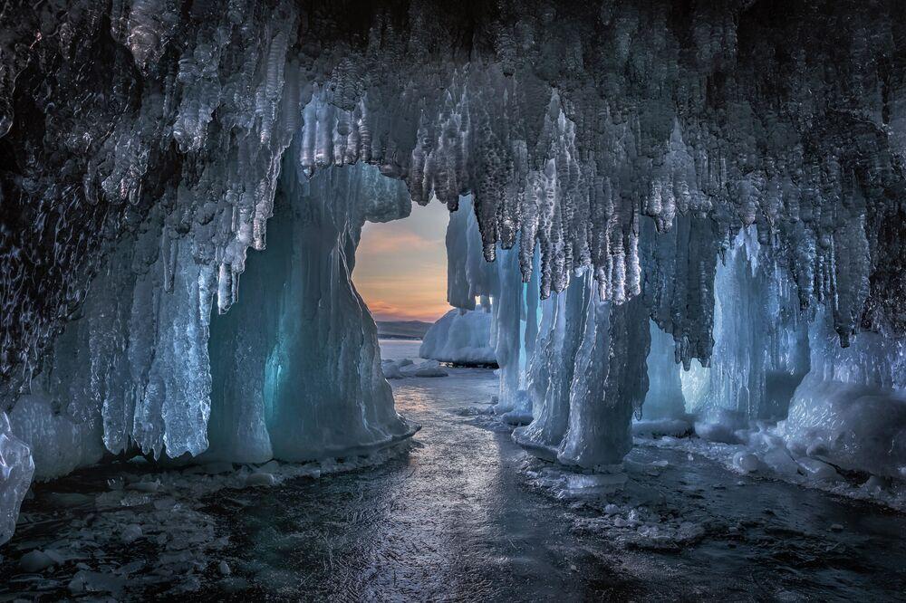 Baykal Gölü'nde Buzdan Mağara İrkutsk bölgesi