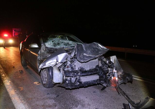 Kaza yapan otomobil sürücüsü yaralı arkadaşını bırakarak kaçtı