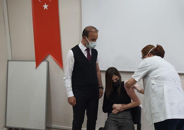 AK Parti Niğde Milletvekili Selim Gültekin ve eşi Begüm Gürbüz Gültekin
