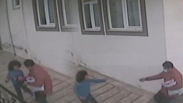 kargo görevlisi, otizimli çocuk - Sputnik Türkiye
