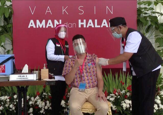 Endonezya'da koronavirüs aşısı